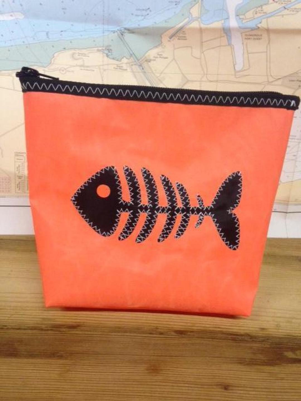 Toiletzak klein vis (oranje) - Shopping De Panne