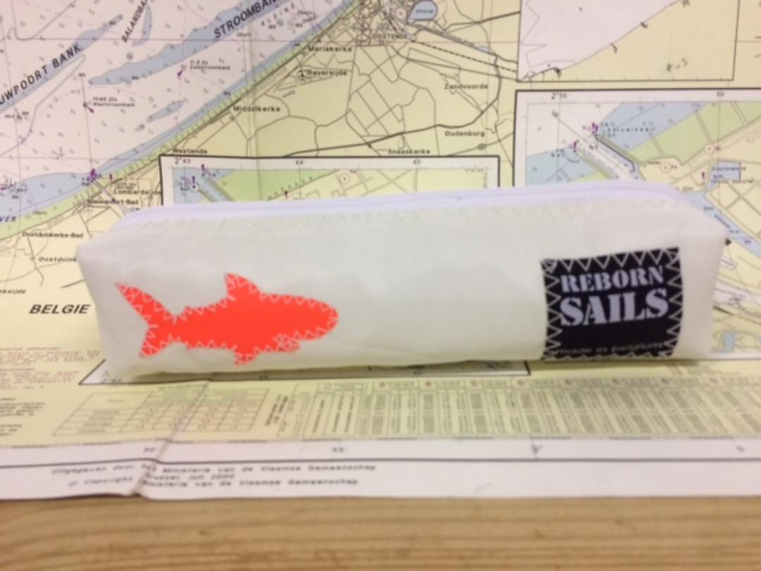 Pennenzak oranje haai (2) - Shopping De Panne