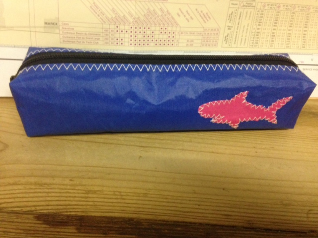Pennenzak blauw vis (37) - Shopping De Panne