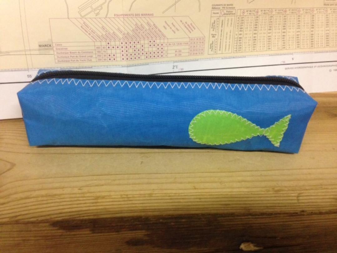 Pennenzak blauw vis (41) - Shopping De Panne