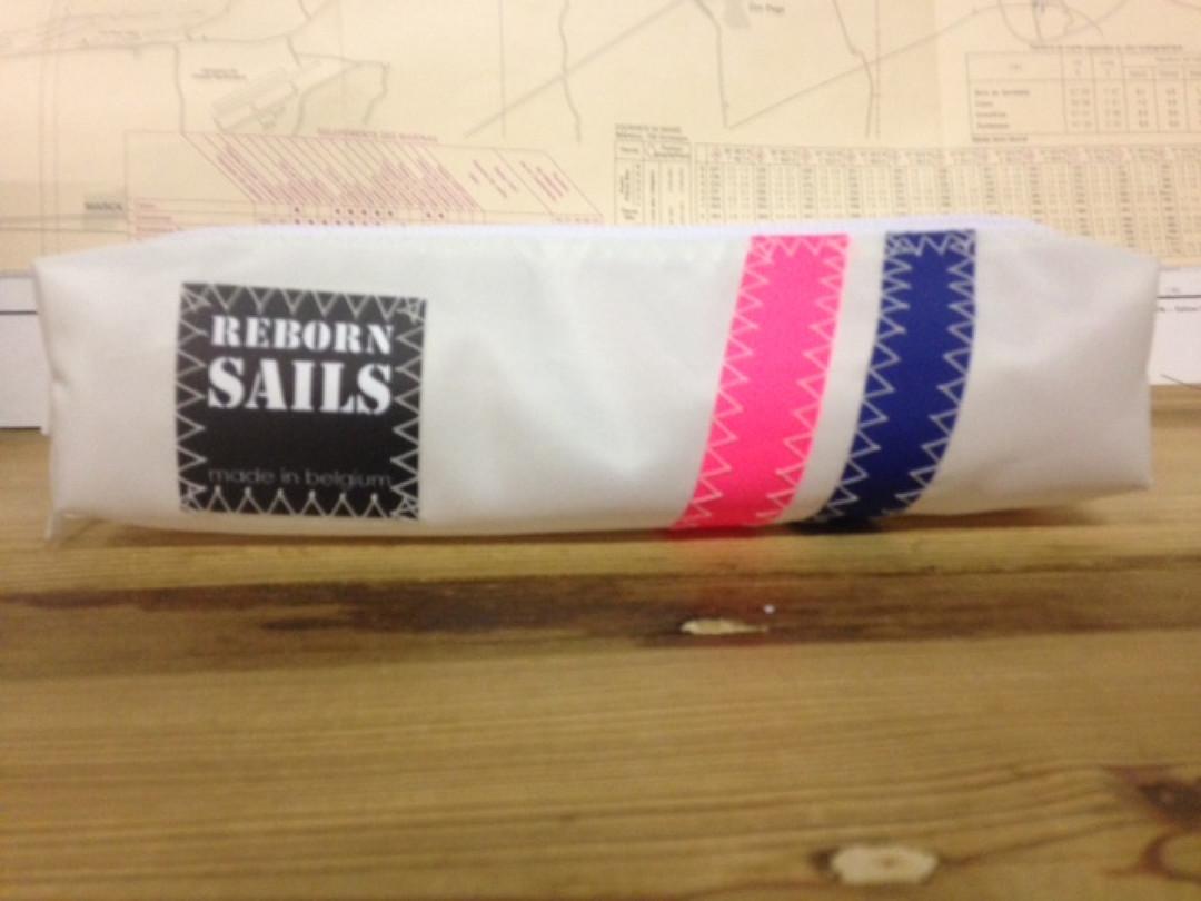 Pennenzak roze blauw gestreept (48) - Shopping De Panne