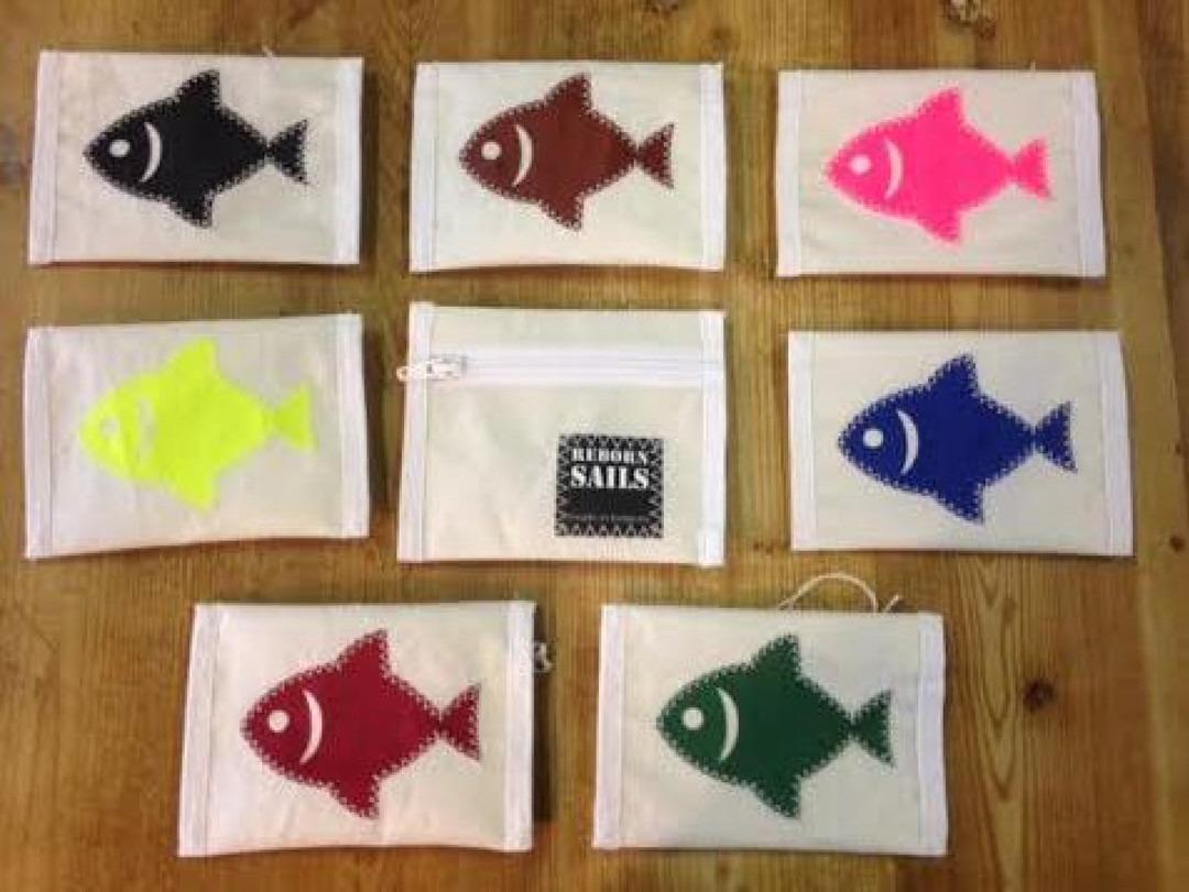 Geldbeugel vis zwart - Shopping De Panne
