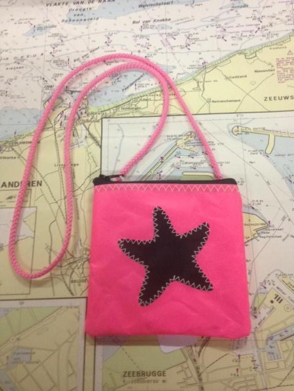 Geldbeugel aan koord roze - Shopping De Panne